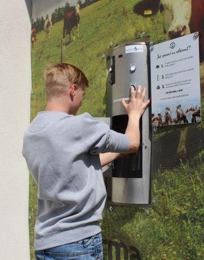 Mlékomat v Otročíně - čerstvé biomléko do vlastních nádob