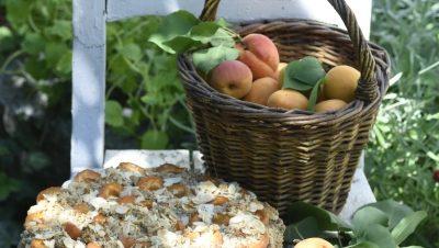 Pohankový koláč s mandlemi a meruňkami